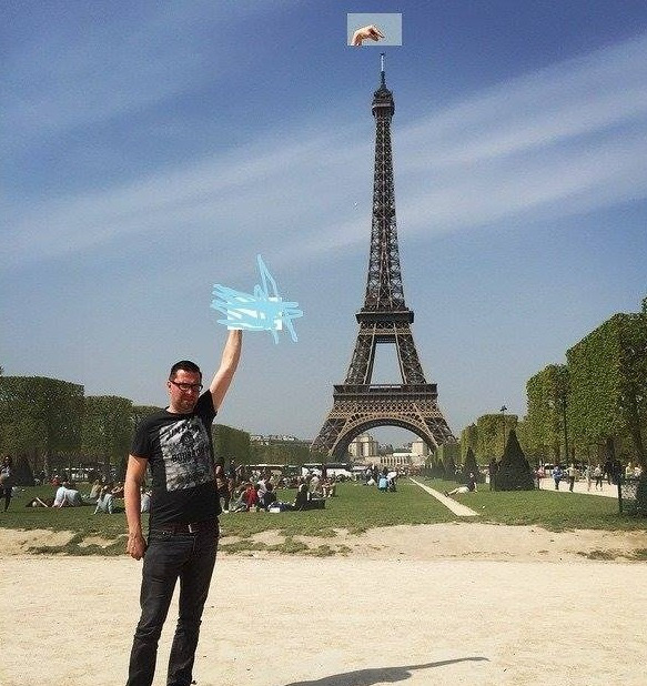 eiffel tower finger photoshop edit