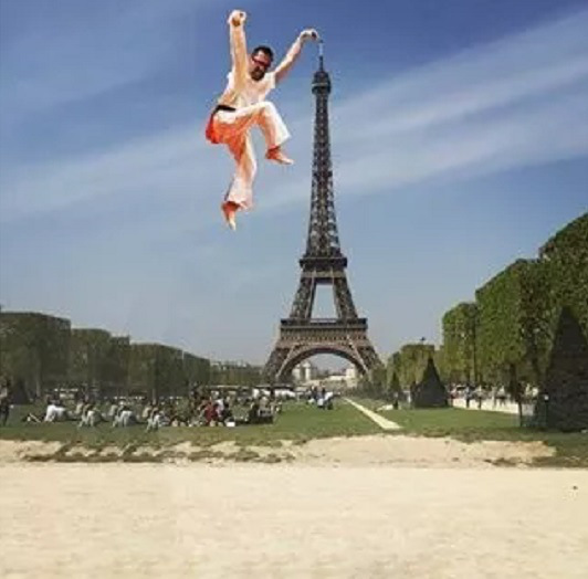 eiffel tower finger photoshop karate
