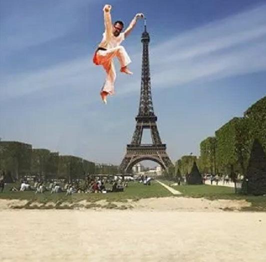eiffel tower finger photoshop karate