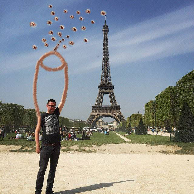 eiffel tower finger photoshop shoot fingers Eiffel Tower Sid Frisjes Man asks Internet for Photoshop help on a vacation photo, gets hilariously trolled