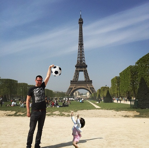 eiffel tower finger photoshop soccer