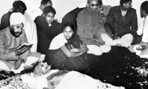A Sikh priest reciting scriptures by the body of Mahatma Gandhiji lying in State.